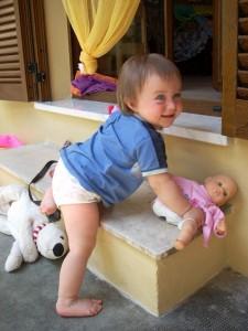 Maia con le mutandine, a 13 mesi